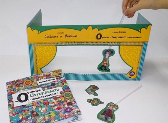 Sobrecapa de livro infantil que vira teatro de bonecos, por Marco Andrade. Imagem via.