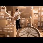 Brittney Lane e o mundo de papelão