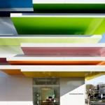 A arquiteta que consegue criar ambientes minimalistas com excesso de cores