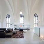 O estúdio que transforma antigas igrejas, fábricas e depósitos em casas super modernas