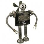 Os robôs mais simpáticos que você já viu feitos com peças de metal retiradas do lixo