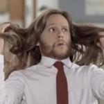 Humor e muito brilho no comercial da nova linha Dove Men + Care