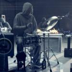 Cymatics: todos os experimentos utilizando frequência sonora que você já viu, transformados em um belo clipe musical