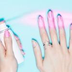 Esmalte em spray? Ninguém precisa mais ter talento pra pintar as unhas.