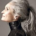 7 modelos acima dos 60 anos que provam que a beleza está além da idade